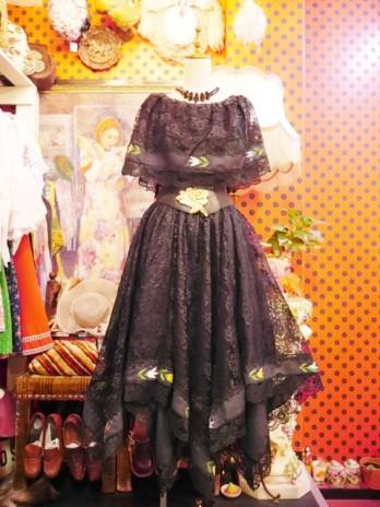b82da9b916cfa ヨーロッパ古着ヴィンテージゴシックレース刺繍ドレス. 00007310. レトロエレガンスなケープデザインのレーストップスに裾のギザギザデザインがお洒落で個性的な  ...